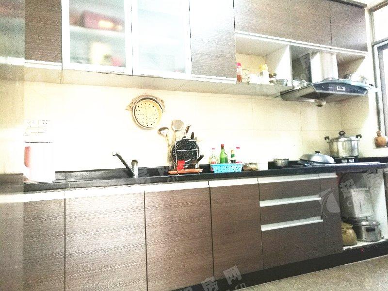 半島碧桂園二手房廚房及衛生間