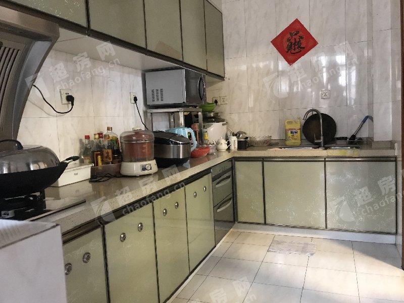 鳳南花園二手房廚房及衛生間