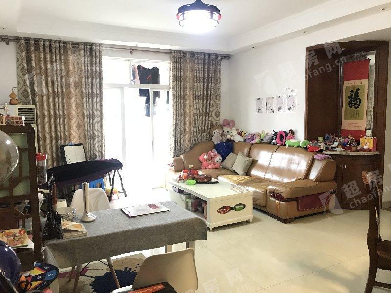 鳳南花園二手房客廳