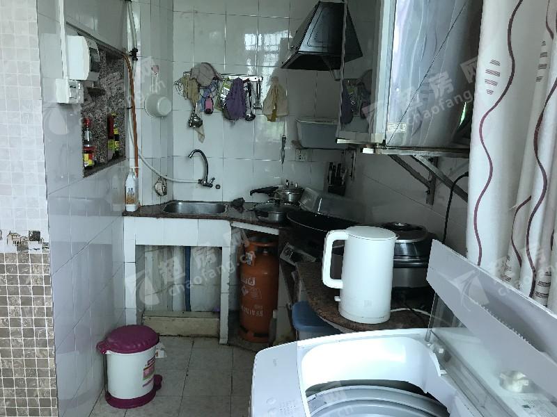 府又祥興苑二手房廚房及衛生間