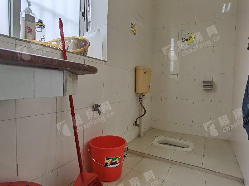 同暉路二手房廚房及衛生間
