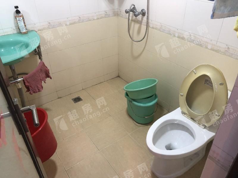 桂畔花園二手房廚房及衛生間