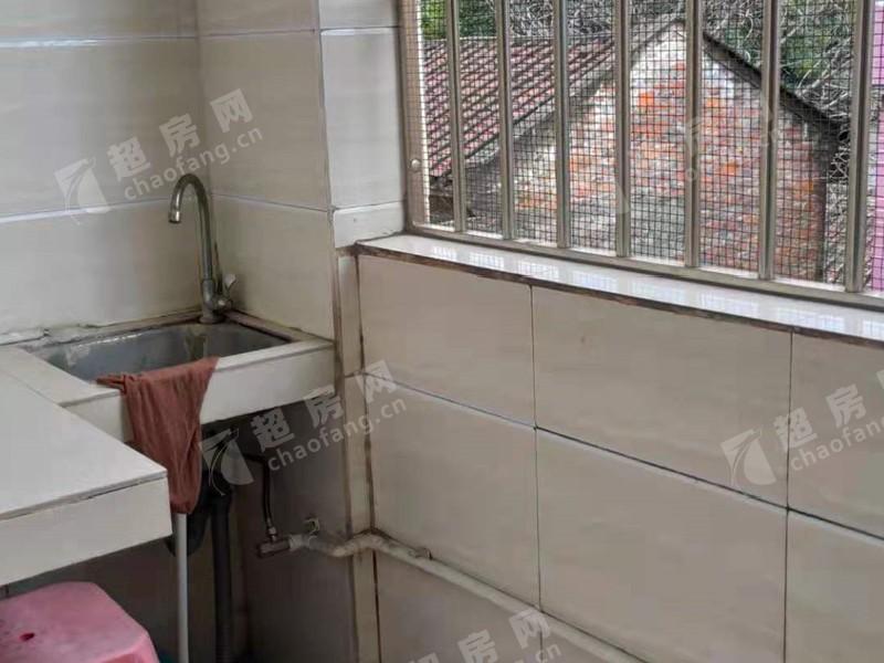 三淮大街出租房廚房及衛生間