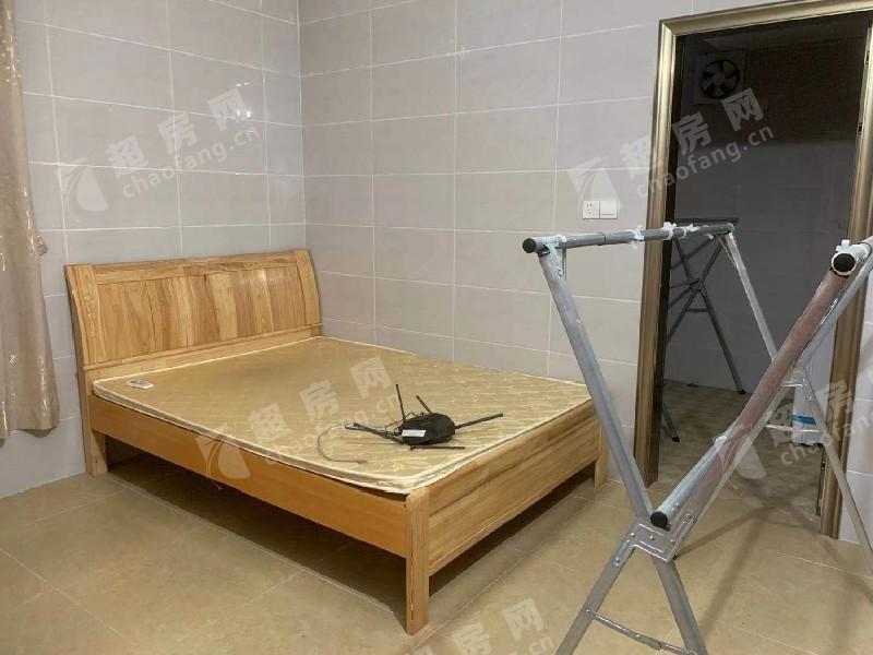 范沙出租房臥室