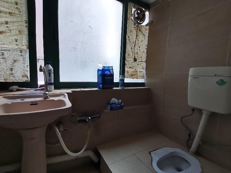 華都豪庭出租房廚房及衛生間